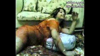 بنت بتتنك مصرية وبتقول كلام وسخ اوي xxx أفلام عربية في Hqtube.org